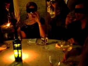 Jantar no escuro