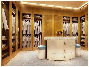roupas brancas em um closed
